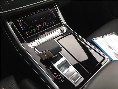 Audi Q7 (2020) нижний экран