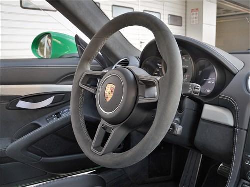 Porsche Cayman GT4 (2020) руль
