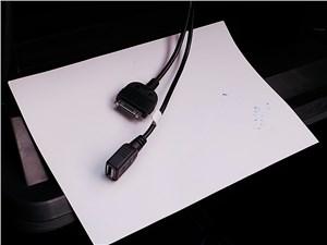Предпросмотр lifan celliya 2014 два провода, один с входом usb, другой с разъемом для подключения iphone