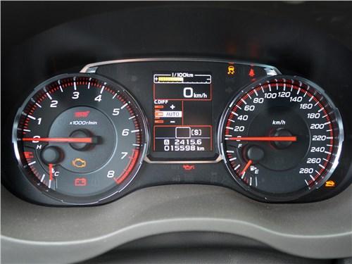 Subaru WRX STI (2018) приборная панель