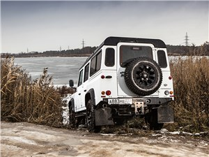 Land Rover Defender 110 2012 вид сзади