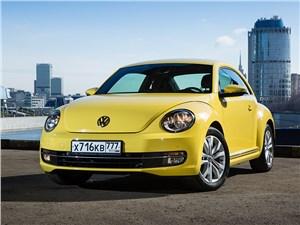 Volkswagen Beetle 2015 вид спереди