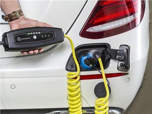 Mercedes-Benz E-Klasse 2017 зарядка гибрида