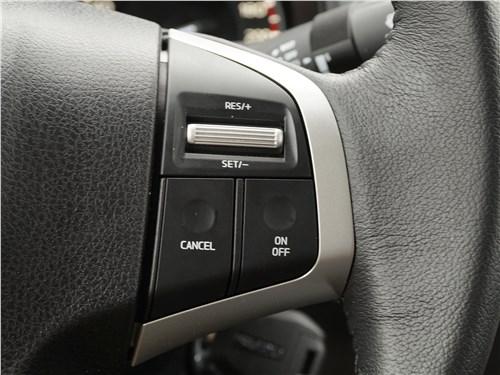 Isuzu D-Max 2016 кнопки на руле