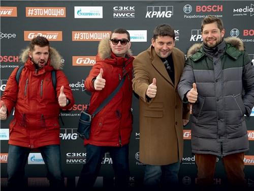 Александр Герастовский (Nissan), Роман Скольский (Nissan), Олег Виноградов (учредитель премии «TOP-5 АВТО»), Иван Гущин (Nissan)