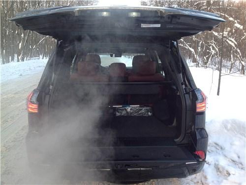 Lexus LX 2016 багажное отделение