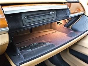 BMW 7 series 2013 бардачок
