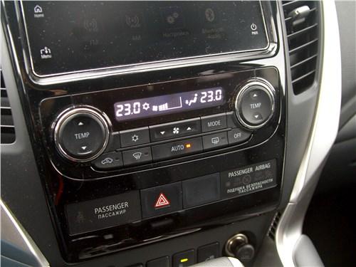 Mitsubishi Pajero Sport 2020 центральная консоль