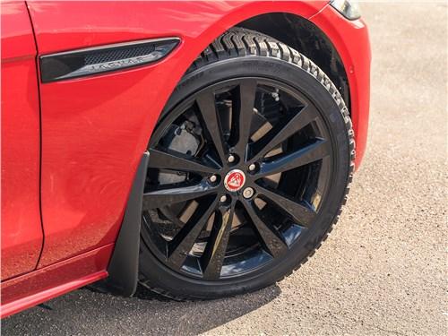 Предпросмотр jaguar xe p250 2020 переднее колесо