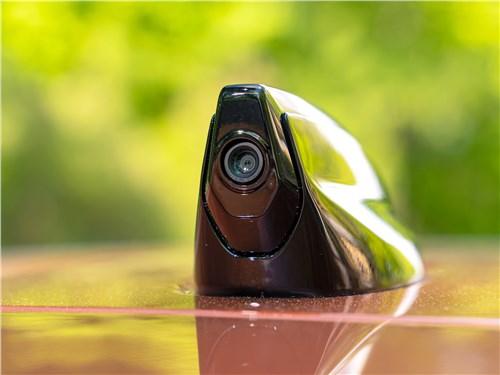 Land Rover Discovery Sport 2020 видеокамера