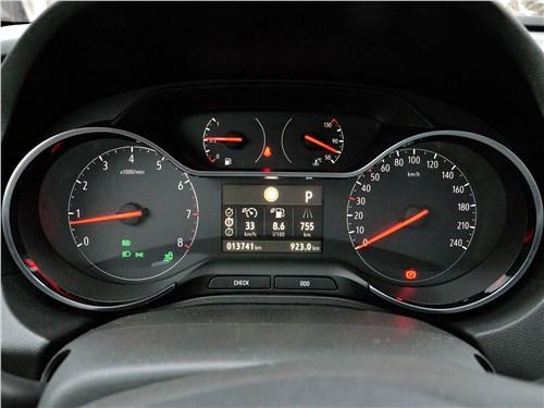 Opel Grandland X 2018 приборная панель