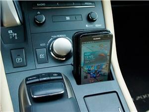 Предпросмотр lexus ct 200h 2014 «гнездышко» для мобильного телефона