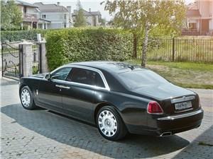 Rolls-Royce Ghost EWB 2013 вид сзади