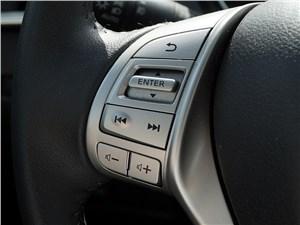 Nissan X-Trail 2014 кнопки управления на руле