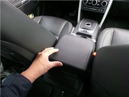 Land Rover Discovery Sport 2015 подлокотник