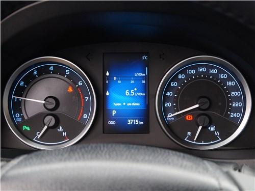 Toyota Corolla 2017 приборная панель