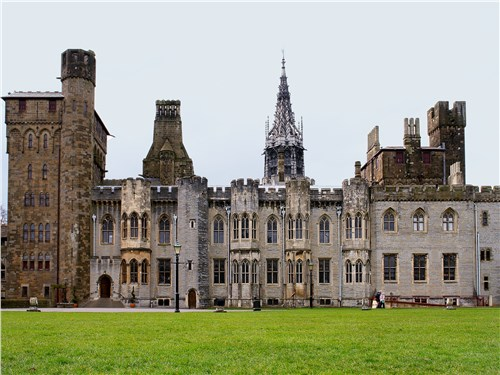 Кардиффский замок – самый старый в Уэльсе, ему 2 тыс. лет. А ведь не скажешь…