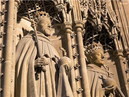 По стенам древних храмов можно изучать историю Великобритании