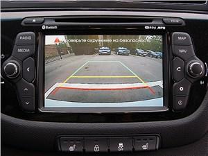 Предпросмотр kia cee'd 2012 хэтчбек экран мультимедиацентра в режиме камеры заднего вида