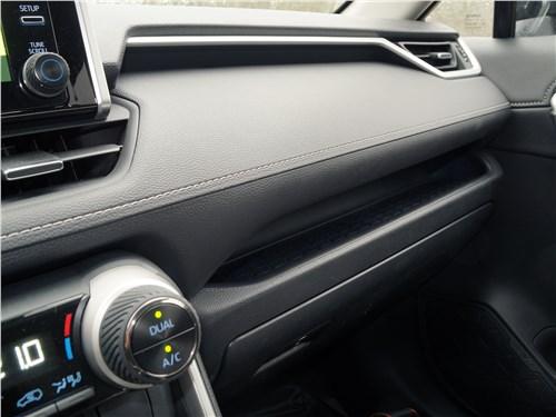 Toyota RAV4 2019 торпедо