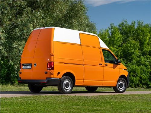 Volkswagen Transporter 2019 вид сзади