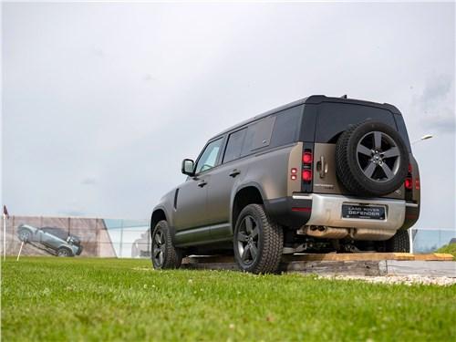 Land Rover Defender 110 2020 вид сзади