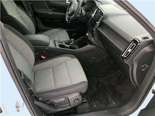 Volvo XC40 (2018) передние кресла