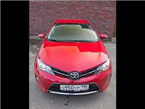 Toyota Auris 2013 вид спереди