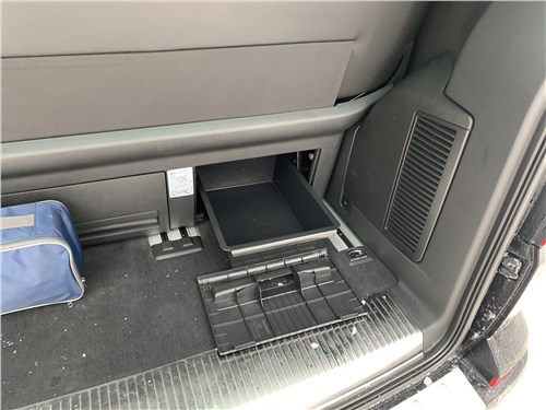 Volkswagen Multivan (2019) багажное отделение