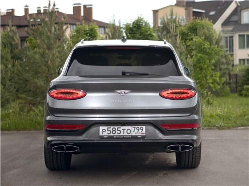 Bentley Bentayga (2021) вид сзади