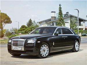 Rolls-Royce Ghost EWB 2013 вид спереди