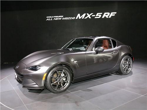 Автосалон в Нью-Йорке 2016 Mazda MX 5 RF вид спереди