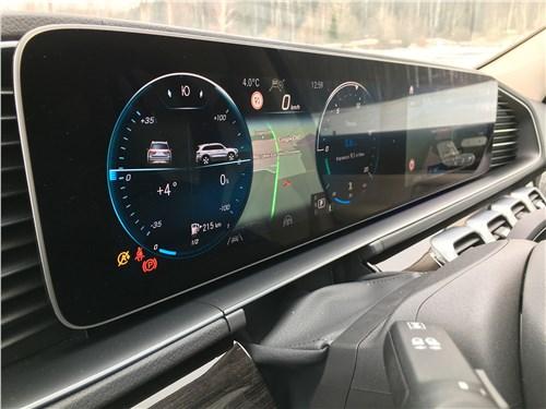 Mercedes-Benz GLS 2020 приборная панель