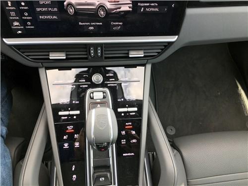Предпросмотр porsche cayenne turbo s e-hybrid coupe 2020 центральная консоль