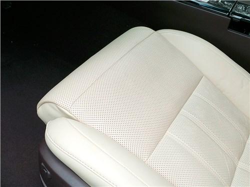 Lexus ES 200 2016 переднее кресло