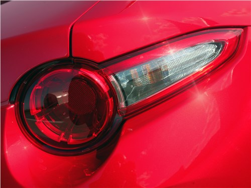 Mazda MX-5 2015 задний фонарь