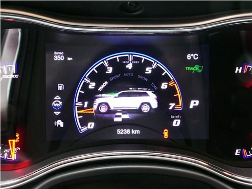 Jeep Grand Cherokee 2013 приборная панель
