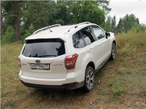 При трогании с места даже на таком уклоне автомобиль с «механикой» не откатывается назад