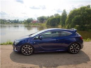 Opel Astra OPC 2013 вид сбоку