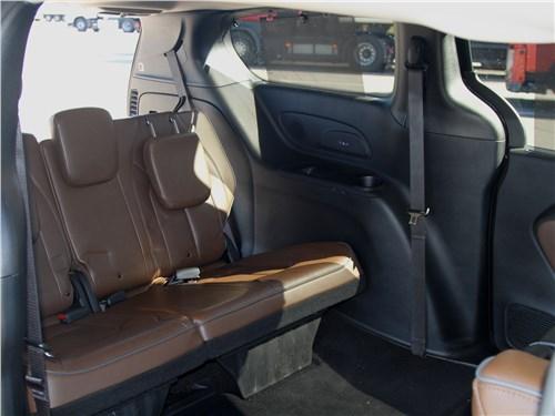 Chrysler Pacifica 2021 третий ряд