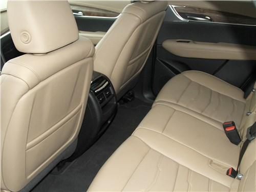 Cadillac XT5 2020 второй ряд
