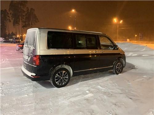 Volkswagen Multivan (2019) вид сбоку