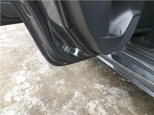Subaru WRX Sport (2018) задние двери