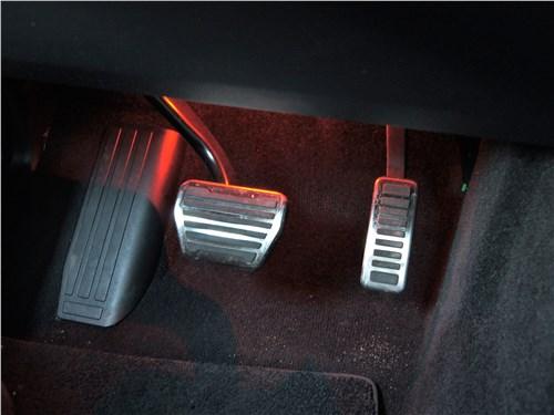 Land Rover Range Rover Sport SVR (2018) педали