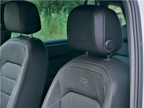 Volkswagen Tiguan R (2021) передние кресла