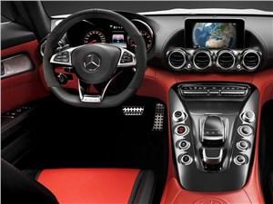 Mercedes-AMG GT 2015 водительское место
