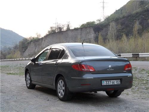 Peugeot 408 2012 вид сзади