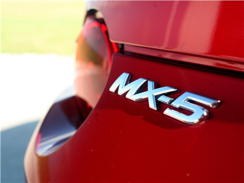 Mazda MX-5 2015 надпись МХ-5