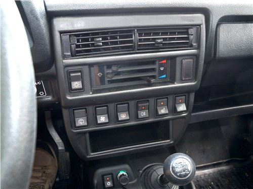 Lada 4x4 2017 центральная консоль