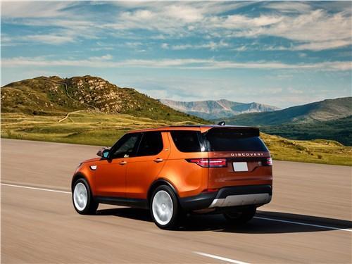 Land Rover Discovery 2017 на дороге